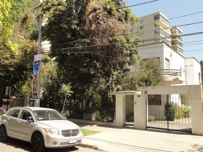Amplia casa en gran terreno para remodelar. Antonio Varas/Eliodoro Yañez
