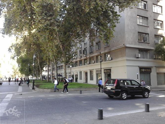 dos cuadras de La Moneda