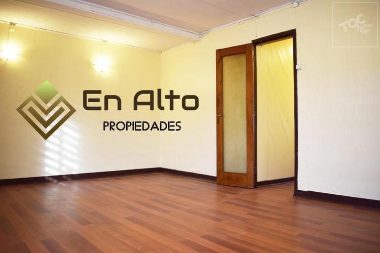 Se arrienda casa con destino comercial de 3D, en Av. San Martín, a pasos de Av. Alemania.