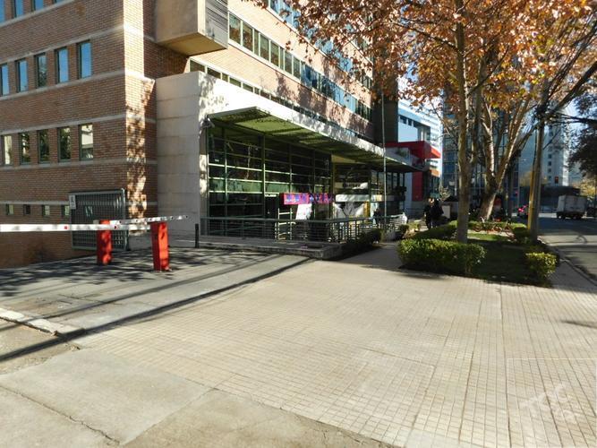 Centro Financiero de Santiago - Metro Tobalaba
