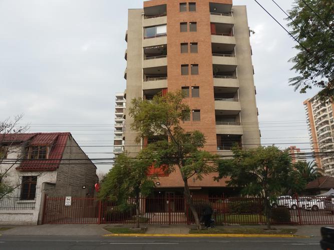 Metro Irarrázaval - SALVADOR entre COLO COLO y LIN