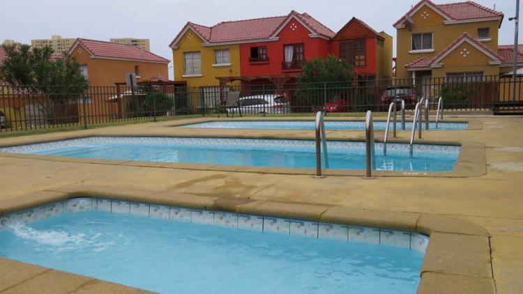 Espaciosa y linda casa en condominio sector norte