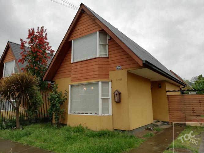 Casa ubicada en Barrio residencial.