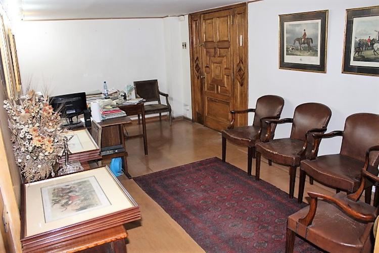Se arrienda excelente oficina en sector centro de Santiago