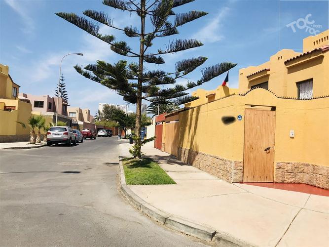 Hermosa y grande casa ubicada en valle del mar , excelente oportunidad de venta o arriendo.