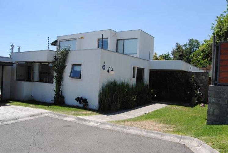 Estupenda casa, en inmejorable sector.