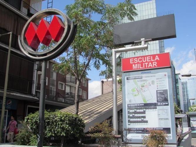 Av Apoquindo  / Metro Manquehue/Preuniversitario Pedro de Valdivia / La Gloria