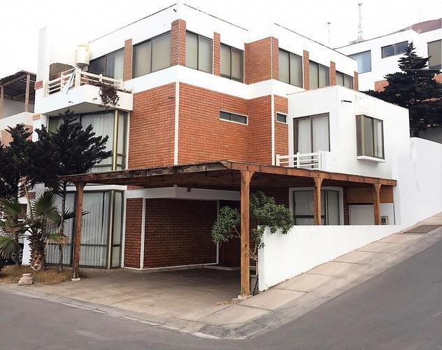Casa Esquina en Exclusivo Condominio, Sector Sur