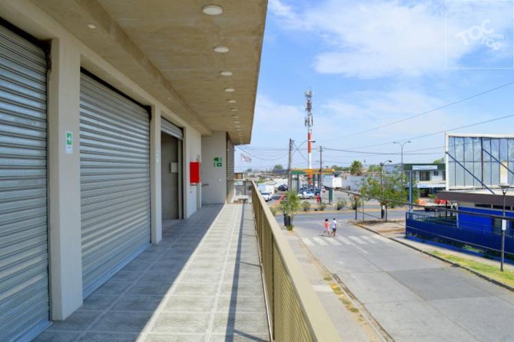 Arriendo locales Santa Rosa, a pasos de Metro.