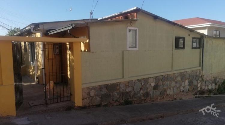 SE VENDE CASA ESQUINA DE 1 PISO  / Villa Berlín – Valparaíso 4D+2B