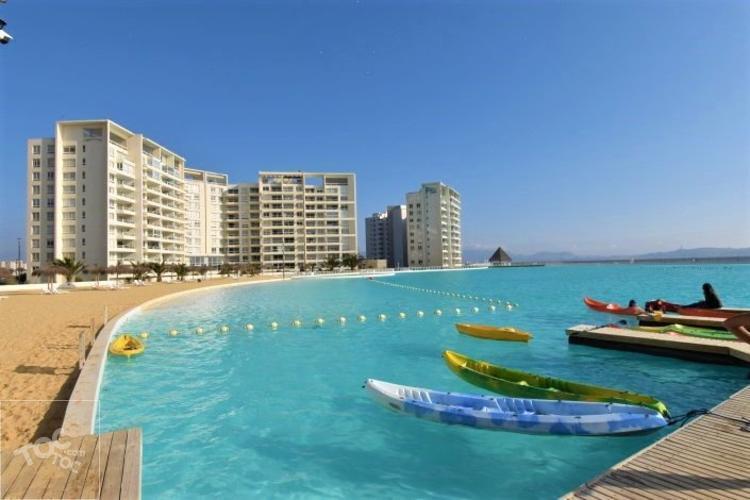 Excelente departamento en Condominio Laguna del Mar.